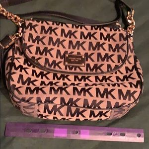 Cross body medium size purse